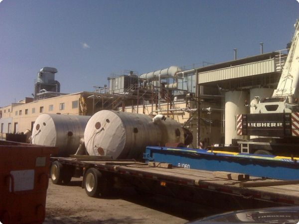 <strong>Quebecor 2</strong><br />Salvage of multiple 10,000 gallon stainless steel toluene storage tanks.