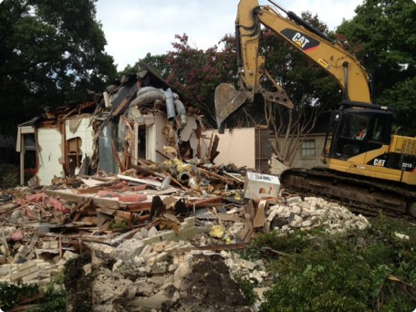 <strong>Southwestern Blvd. 1</strong><br />House being demolished with our excavator in the Preston Hollow area.