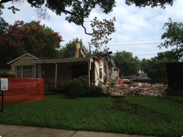<strong>Southwestern Blvd. 2</strong><br />Another shot of our excavator tearing down a house in Preston Hollow.